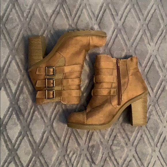Shoes - Ankle heeled booties